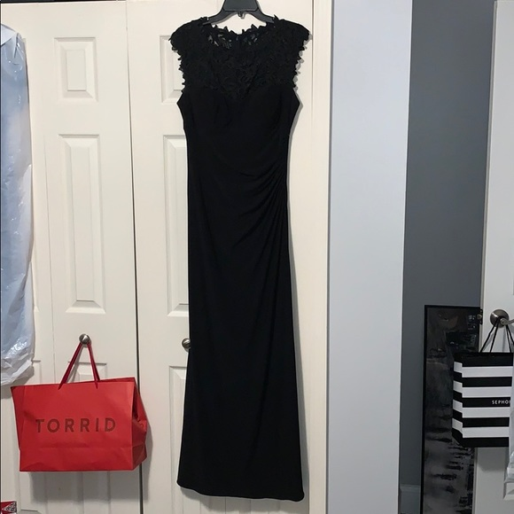 Xscape Dresses & Skirts - Beautiful floor length gown!